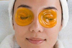 Домашні маски для дбайливого догляду за шкірою навколо очей