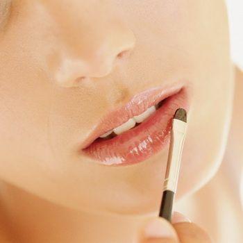 Домашній догляд за губами: маски і масаж