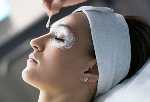Застосування маски навколо очей