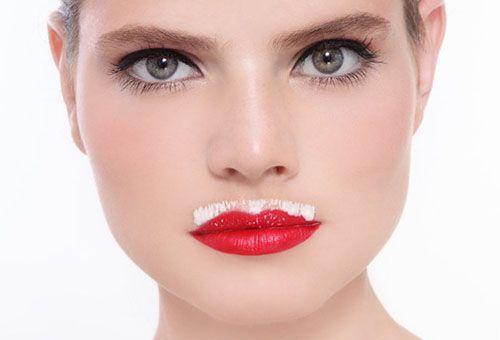 Знебарвлення вусиків у жінки