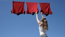 Як швидко висушити одяг після прання?
