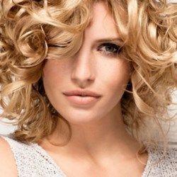 накручені коротке волосся