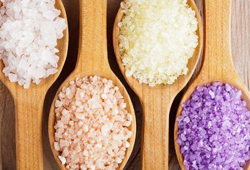 Як правильно використовувати морську сіль для шкіри обличчя в домашніх умовах?