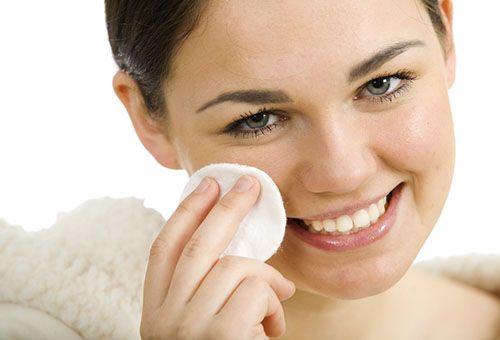 Як правильно накласти макіяж, щоб замаскувати прищі на обличчі?