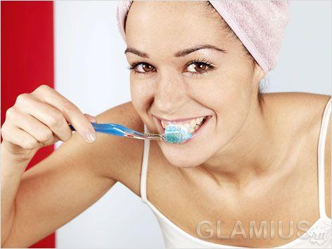 Чищення зубів з перекисом