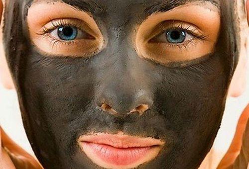 Як правильно застосовувати чорну глину при догляді за особою в домашніх умовах?