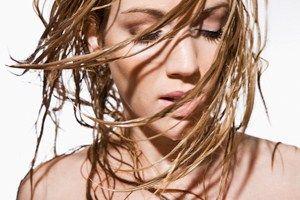 Як привести в порядок волосся: кращі маски проти жирності