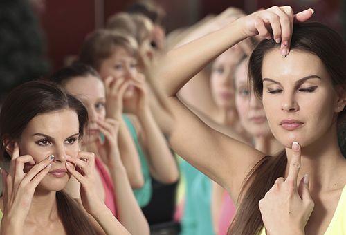Як зберегти молодість особи за допомогою йоги?
