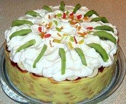 Торт без випічки зі збитими вершками