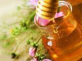 Маски для обличчя та волосся з медом і корицею, аспірином і медом, яйцем і медом. Як приготувати, застосовувати і чи є протипоказання?