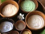 Маски для обличчя з глини: зелена, рожева, чорна глина для обличчя. Які маски можна зробити з глини будинку?