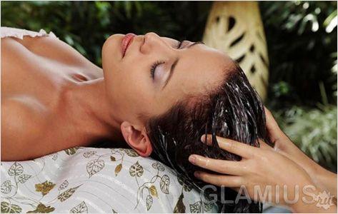 Нанесення масла для волосся