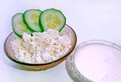 інгредієнти на маска з огірків і сиру