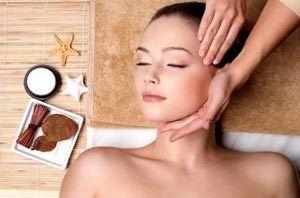 Техніка косметичного масажу обличчя для повернення молодості шкіри