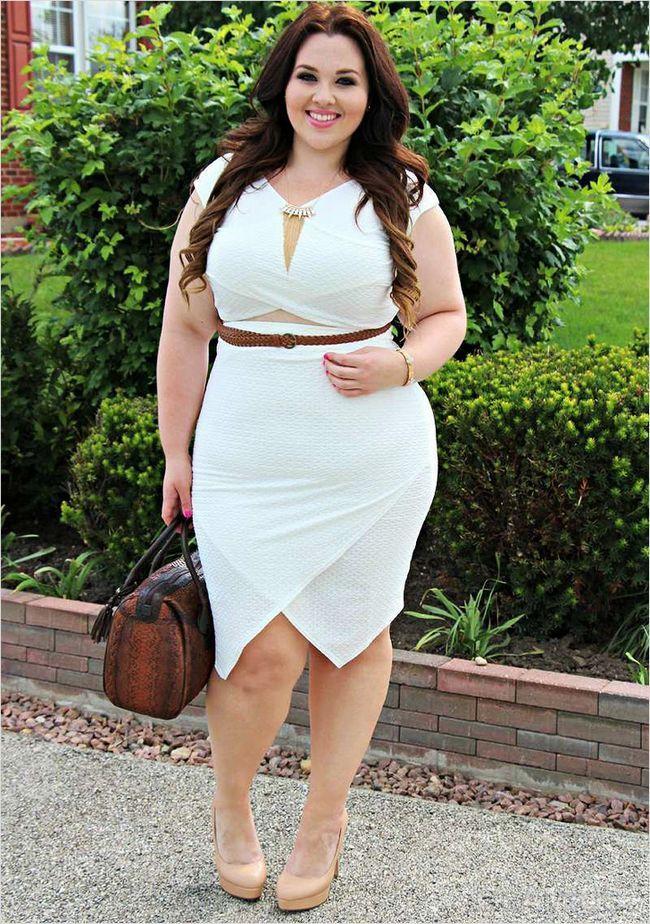 Біле плаття з запахом
