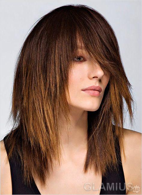 Градуйована стрижка на волоссі середньої довжини