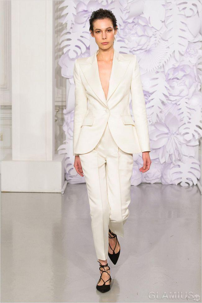 Білий костюм з укороченими брюками