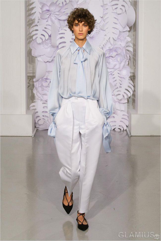 Модні білі брюки зі стрілками