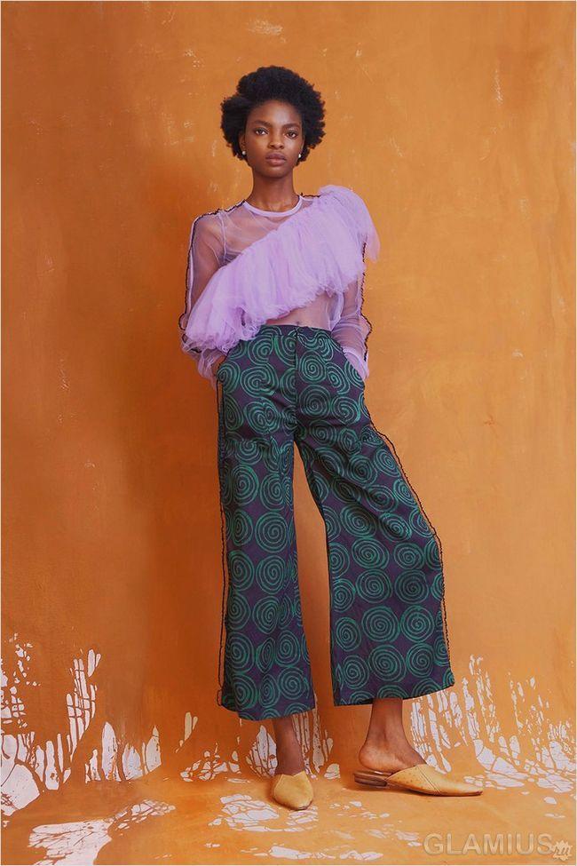 Широкі штани дуже актуальні в літньому сезоні