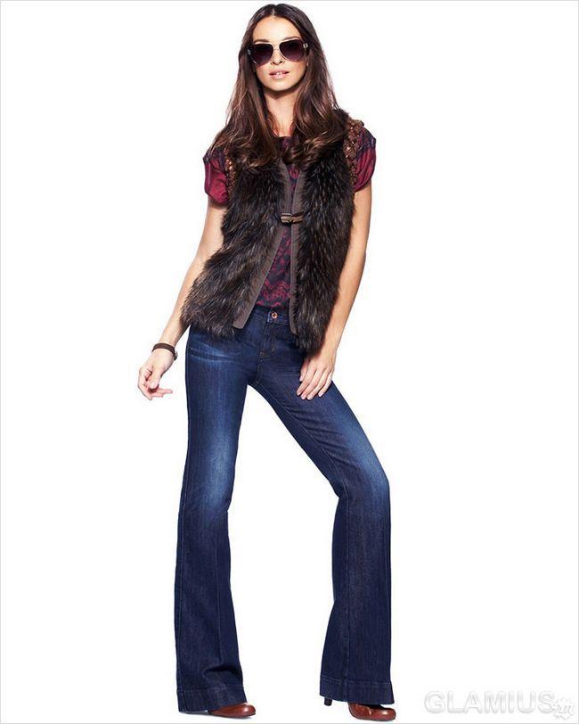 Розкльошені джинси з хутряною безрукавкою