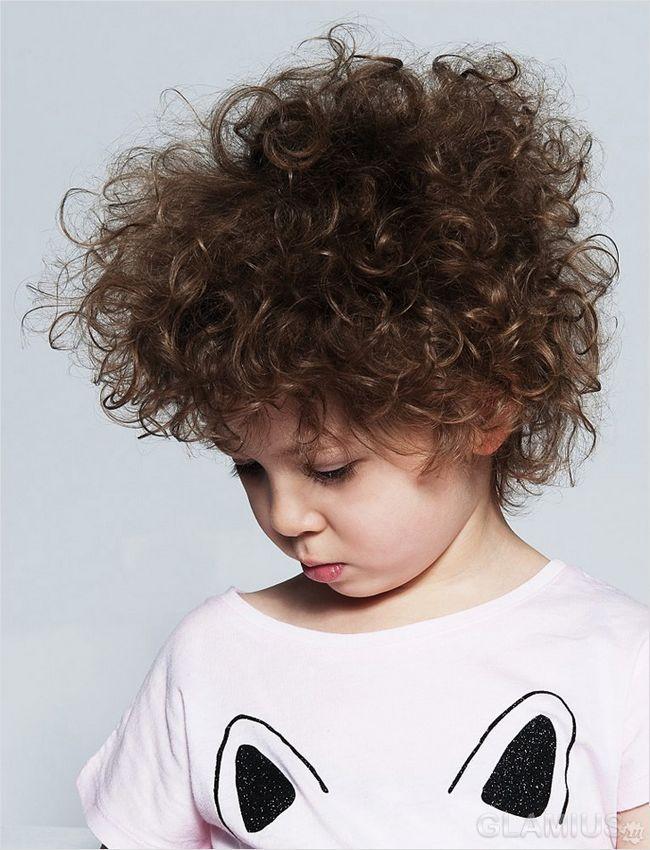 Дрібні пухнасті кучері на короткому волоссі