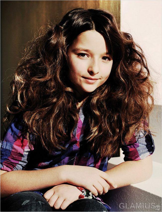 Довге розпущене волосся з об`ємною укладанням