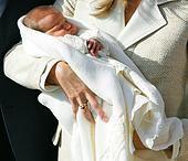 Одяг новонароджених. Сповивання