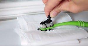 Вугілля для відбілювання зубів