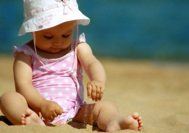 Перегрів дитини: ознаки і симптоми перегріву на сонці, в теплому одязі, в ванні, лазні, жаркому приміщенні. Чим небезпечний перегрів дитини?