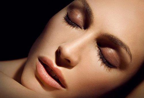 Пластичний масаж обличчя: унікальна методика омолоджує масажу