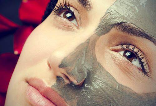 Правила використання масок з блакитної глини для догляду за шкірою обличчя