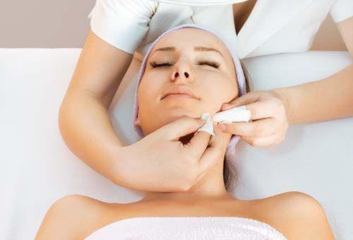 Ручна, або механічна, чистка обличчя - кому вона потрібна?
