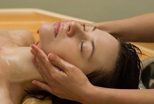 Скульптурний масаж обличчя в домашніх умовах