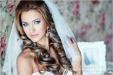 Весільні зачіски з накладними пасмами