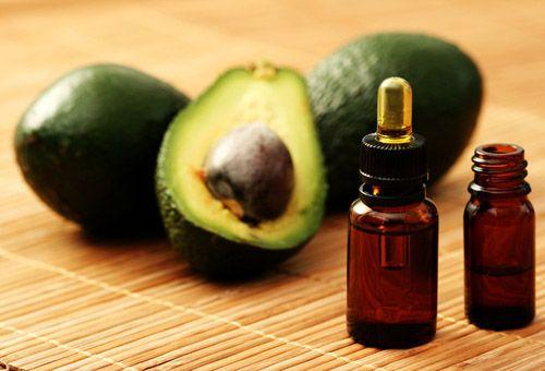 Доглядаємо за особою з допомогою олії авокадо