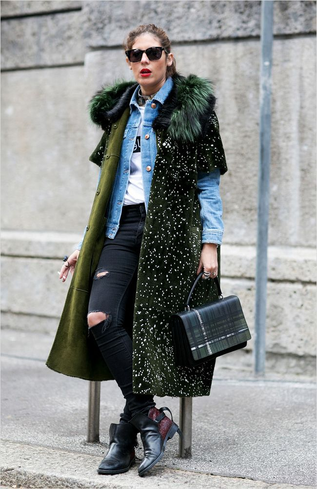 Джинсову куртку можна носити під пальто