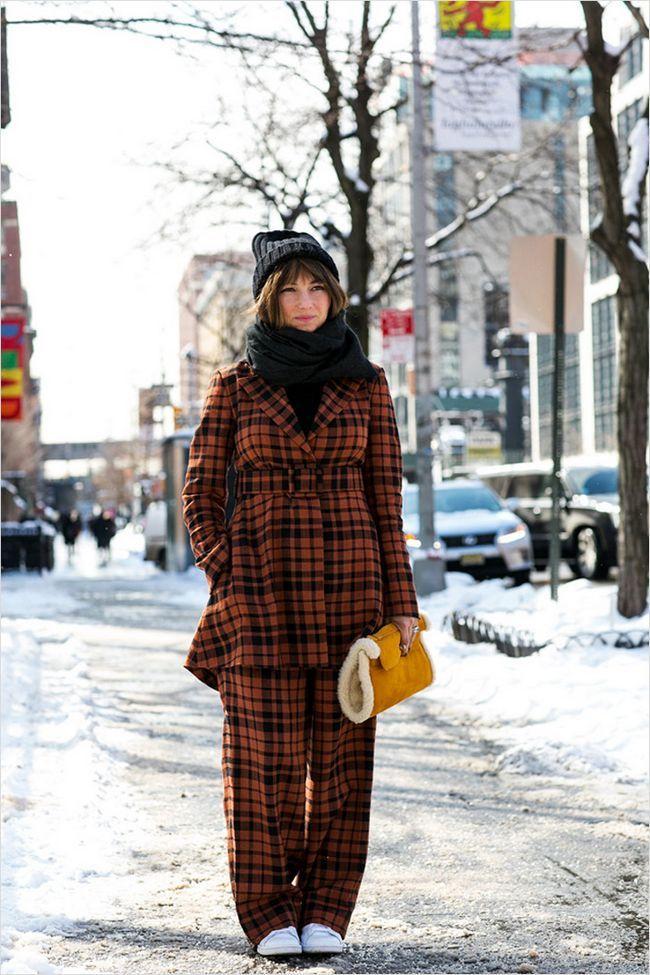 У дусі модних тенденцій виглядають об`ємні шапки і шарфи