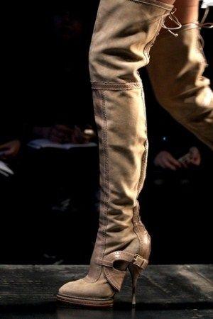 Зимове взуття чоботи панчохи