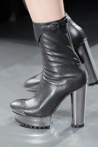 Зимове взуття на платформі 2010-2011
